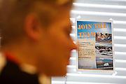Julian wordt geïnterviewd over zijn motivatie om deel te nemen. Bij de VU in Amsterdam worden testen gedaan met potentiele renners voor de VeloX VI. In september wil het Human Power Team Delft en Amsterdam, dat bestaat uit studenten van de TU Delft en de VU Amsterdam, tijdens de World Human Powered Speed Challenge in Nevada een poging doen het wereldrecord snelfietsen te verbreken. Het record is met 139,45 km/h sinds 2015 in handen van de Canadees Todd Reichert.<br /> <br /> With the special recumbent bike the Human Power Team Delft and Amsterdam, consisting of students of the TU Delft and the VU Amsterdam, also wants to set a new world record cycling in September at the World Human Powered Speed Challenge in Nevada. The current speed record is 139,45 km/h, set in 2015 by Todd Reichert.