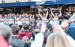15.04.2016, Kapitelplatz, Salzburg, AUT, EBEL, Meisterfeier EC Red Bull Salzburg, im Bild die Mannschaft feiert mit dem EBEL Pokal // die Mannschaft feiert mit dem EBEL Pokal during the Erste Bank Icehockey Liga Championships Party of EC Red Bull Salzburg at the Kapitelplatz in Salzburg, Austria on 2016/04/15. EXPA Pictures © 2016, PhotoCredit: EXPA/ JFK
