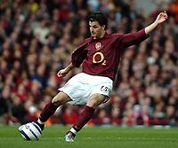 Photo: Ed Godden.<br />Arsenal v Aston Villa. The Barclays Premiership. 01/04/2006. Francesc Fabregas shoots from long distance for Arsenal.
