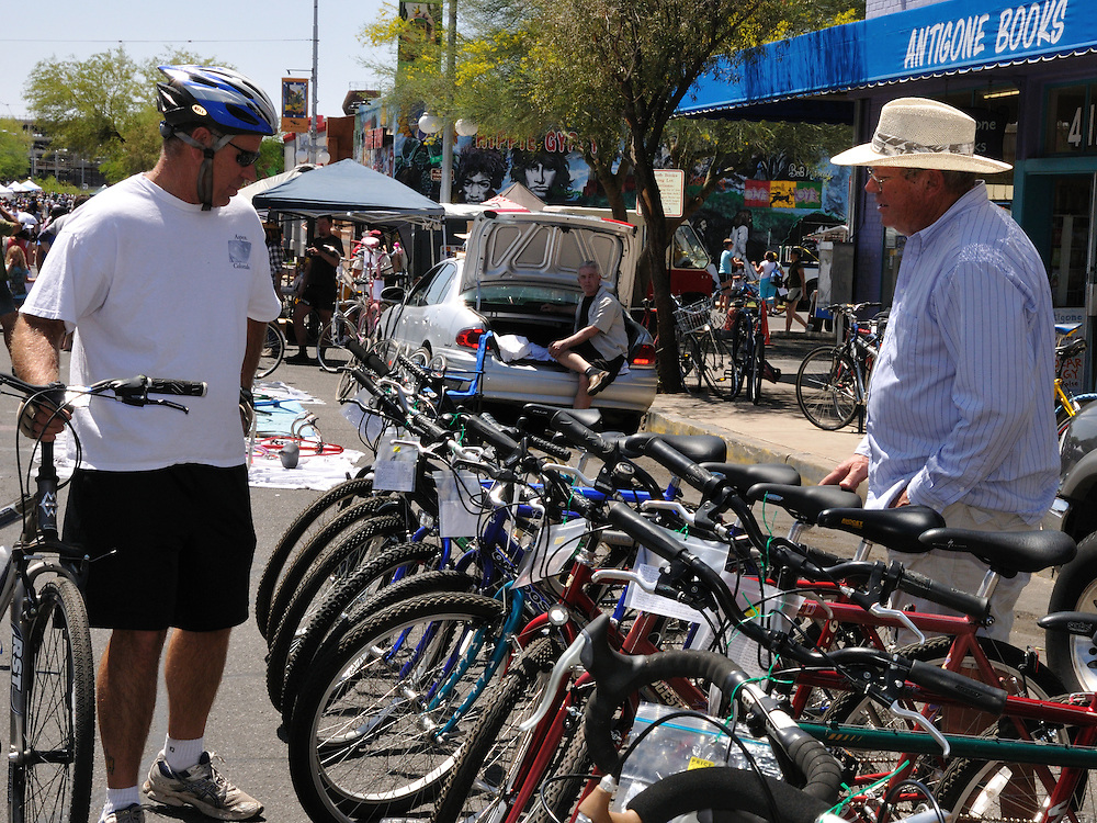 Buyer and seller at spring 2011 Tucson Bicycle Swap Meet. Bike-tography by Martha Retallick.