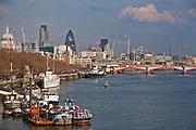 Londyn, 2009-03-05. Panorama miasta nad brzegiem Tamizy