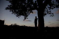 October 23, 2016 - Beit Lahiya, The Gaza Strip, Palestine - Palestinian kid from Beit Lahiya city northern the Gaza Strip. (Credit Image: © Mosa Ghaben/Quds Net News via ZUMA Wire)