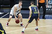 Basketball: Deutschland, 1. Bundesliga, Hamburg Towers -  EWE Baskets Oldenburg, Hamburg, 14.04.2021<br /> Justus Hollatz (Towers, l.) - Braydon Hobbs (Oldenburg)<br /> © Torsten Helmke