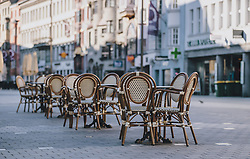 24.03.2020, Innsbruck, AUT, Coronaviruskrise, Österreich, im Bild leere Stühle eines Lokals in der Maria-Theresien-Straße während der Coronavirus Pandemie // empty chairs of a restaurant in the Maria-Theresien-Street during the Coronavirus pandemic, Innsbruck, Austria on 2020/03/24. EXPA Pictures © 2020, PhotoCredit: EXPA/ JFK