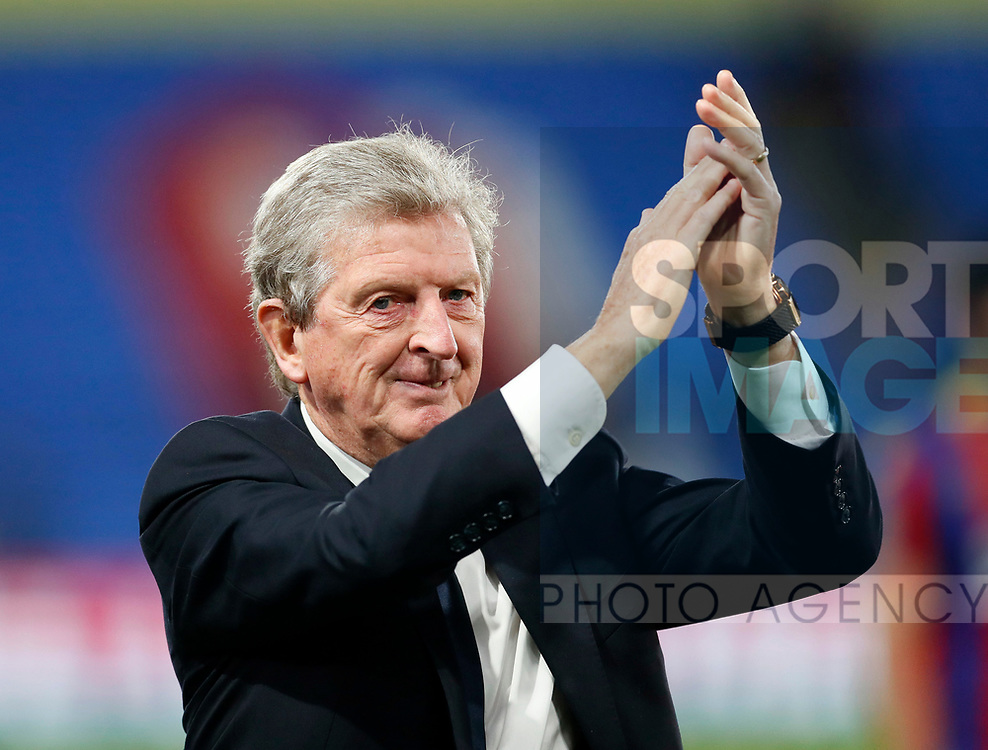 Crystal Palace's Roy Hodgson applauds the crowd during the Carabao cup match at Selhurst Park Stadium, London. Picture date 19th September 2017. Picture credit should read: David Klein/Sportimage