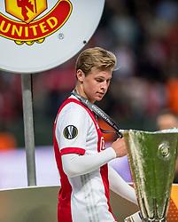 24-05-2017 SWE: Final Europa League AFC Ajax - Manchester United, Stockholm<br /> Finale Europa League tussen Ajax en Manchester United in het Friends Arena te Stockholm / Uefa cup beker trophy met Frenkie de Jong #21 of Ajax