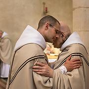 The kiss of peace during mass. Solesmes abbey 05-05-16<br /> Le baiser de paix au cours de la messe. Abbaye de Solesmes. 05-05-16