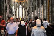 Duitsland, Keulen, 9-8-2009Toeristen in de Keulse Dom.Foto: Flip Franssen/Hollandse Hoogte