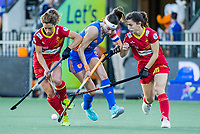 AMSTELVEEN - Eva de Goede (Ned) met Laura Barrios (Spa) en Alicia Magaz (Spa)  tijdens dames hockeywedstrijd , Spanje-Nederland  (1-7),  bij het EK hockey. Euro Hockey 2021.   COPYRIGHT KOEN SUYK