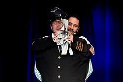"""21.11.2016, Schubert Theater, Wien, AUT, Zaubershow, Die Ehrlichen Betrüger - Catch Us If You Can, im Bild ein Zuschauer als Puppe verkleidet vor Philipp Tawfik // during the magic show """"Die Ehrlichen Betrüger - Catch Us If You Can"""" at the Schubert Theater, Vienna, Austria on 2016/11/21, EXPA Pictures © 2016, PhotoCredit: EXPA/ Sebastian Pucher"""