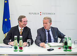 26.09.2014, Congress, Schladming, AUT, Bundesregierung, Regierungsklausur, im Bild v.l.n.r. Wirtschaftskammer Oesterreich Praesident Christoph Leitl (OeVP) und Vizekanzler und Minister fuer Wirtschaft und Wissenschaft Reinhold Mitterlehner (OeVP) // f.l.t.r. President of the Austrian Economic Chamber Christoph Leitl (OeVP) and Vice Chancellor of Austria and Minister of Science and Economy Reinhold Mitterlehner (OeVP) during convention of the austrian government at congress center in Schladming, Austria on 2014/09/26, EXPA Pictures © 2014, PhotoCredit: EXPA/ Michael Gruber