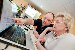 Digital Region Co-Running a series of workshops to equip the elderly with basic computer skills at Bakersfield Court sheltered housing on Longfellow Drive Rotherham - Greta Robbins with Jon Mayo Director of JMLB Genisis..21 March 2011.Images © Paul David Drabble Digital Region Co-Running a series of workshops to equip the elderly with basic computer skills at Bakersfield Court sheltered housing on Longfellow Drive Rotherham<br />