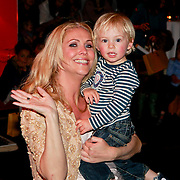 NLD/Amsterdam/20110413 - Mama of the Year award 2011, Nance Coolen en zoon Robin