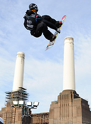 29.10.2011, Battersea Power Station, London GBR, FIS Snowboard Worldcup, Relentless Freeze Festival, im Bild FIS World Cup 2012 Heat 2, Staale SANDBECH of NOR // during FIS Snowboard Worldcup at Relentless Freeze Festival in London, United Kingdom on 29/10/2011. EXPA Pictures © 2011, PhotoCredit: EXPA/ TNT Sports/ Nick Tapsell +++++ ATTENTION - OUT OF ENGLAND/GBR +++++