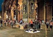 Italie, Florence, 22-8-2001Afrikanen bieden hun koopwaar aan. Immigranten, illegalenFoto: Flip Franssen