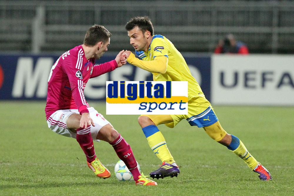 FOOTBALL - UEFA CHAMPIONS LEAGUE 2011/2012 - 1/8 FINAL - 1ST LEG - OLYMPIQUE LYONNAIS v APOEL FC - 14/02/2012 - PHOTO EDDY LEMAISTRE / DPPI - IVAN TRICKOVSKI (APOEL) / ANTHONY REVEILLERE (OL)