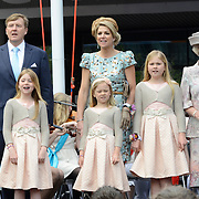Koningsdag 2014 in Amstelveen, het vieren van de verjaardag van de koning. / Kingsday 2014 in Amstelveen, celebrating the birthday of the King. <br /> <br /> <br /> Op de foto / On the photo:  Koning Willem-Alexander en  koningin Maxima met hun dochters  Alexia , Ariane en Amalia samen met prinses Beatrix / King Willem-Alexander and Queen Maxima with their daughters Alexia, Ariane and Amalia with Prinsess Beatrix