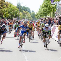 WIELRENNEN, Rijswijk. Olympia's tour Wim Stroetinga wint de etappe voor Caleb Ewan en Johiem Ariesen