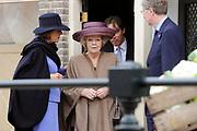 """Koningin Beatrix opent 'Amsterdamse Westerstraat' in Openluchtmuseum in Arnhem. Met deze aanwinst viert het museum het honderdjarig bestaan. ////  Queen Beatrix opens """"Amsterdam Westerstraat 'in Open Air Museum in Arnhem. With this acquisition, the museum celebrates its centenary.<br /> <br /> Op de foto / On the photo:  Koningin Beatrix loopt door de Westerstraat in het openluchtmuseum / Queen Beatrix walks through the Westerstraat in the Open Airmuseum"""