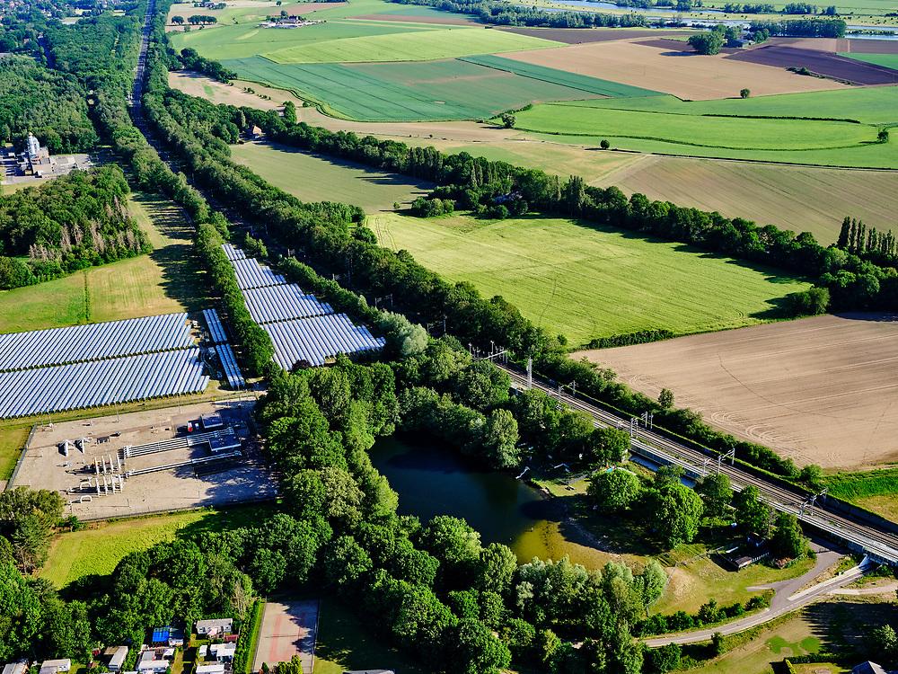 Nederland, Gelderland, Gemeente Zevenaar, 14–05-2020; Babberich, grensovergang van de Betuweroute - de speciale Nederlandse goederenspoorlijn gaat over op regulier spoor in Duitsland. Naast het spoor een aardgas station.<br /> Babberich, border crossing of the Betuweroute - the special Dutch freight rail line changes to regular rail in Germany. Next to the railway a natural gas station.<br /> <br /> luchtfoto (toeslag op standaard tarieven);<br /> aerial photo (additional fee required)<br /> copyright © 2020 foto/photo Siebe Swart