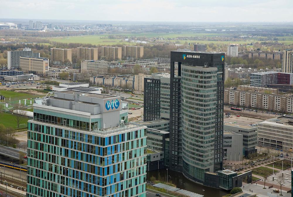 Nederland, Amsterdam, Zuidas, 16-04-2008; zicht op het (nieuwe) financiele centrum van Amsterdam; in de voorgrond het World Trade Centre WTC, rechts daarvan het hoofdkantoor van de ABN-AMRO (ABN AMRO), daar achter Buitenveldert met  links in de verte flats aan de de Europaboulevard; beeldmerk, merk, logo..luchtfoto (toeslag); aerial photo (additional fee required); .foto Siebe Swart / photo Siebe Swart..