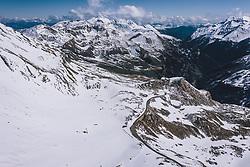 THEMENBILD - Übersicht der Strasse mit ihrer schneebedeckten Berglandschaft. Die Hochalpenstrasse verbindet die beiden Bundeslaender Salzburg und Kaernten und ist als Erlebnisstrasse vorrangig von touristischer Bedeutung, aufgenommen am 27. Mai 2020 in Fusch a.d. Glstr., Österreich // General view of the road with the mountain landscape covered with Snow. The High Alpine Road connects the two provinces of Salzburg and Carinthia and is as an adventure road priority of tourist interest, Fusch a.d. Glstr., Austria on 2020/05/27. EXPA Pictures © 2020, PhotoCredit: EXPA/ JFK