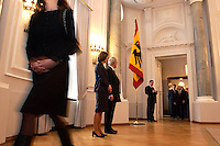 07 JAN 2004, BERLIN/GERMANY:<br /> Johannes Rau (R), Bundespraesident, und seine Frau Christina Rau (L), waehrend dem Neujahrsempfang des Bundespraaesidenten, Schloss Bellevue<br /> IMAGE: 20040107-01-012<br /> KEYWORDS: Empfang, Neujahr, Bundespräsident, Gattin, Praesidentengattin, Präsidentengattin, Flagge, Fahne, Bundesadler, Defilee