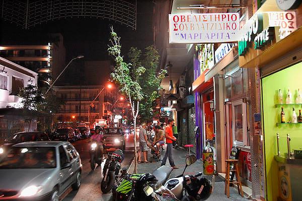 Griekenland, Volos, 5-7-2008Avond in het centrum van deze provinciestad. StraatbeeldFoto: Flip Franssen