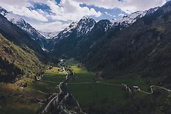 THEMENBILD - Blick in das Kaprunertal und dem Kitzsteinhorn Gletscher, aufgenommen am 26. April 2020 in Kaprun, Österreich // View into the Kaprun Valley and the Kitzsteinhorn glacier, Kaprun, Austria on 2020/04/26. EXPA Pictures © 2020, PhotoCredit: EXPA/ JFK