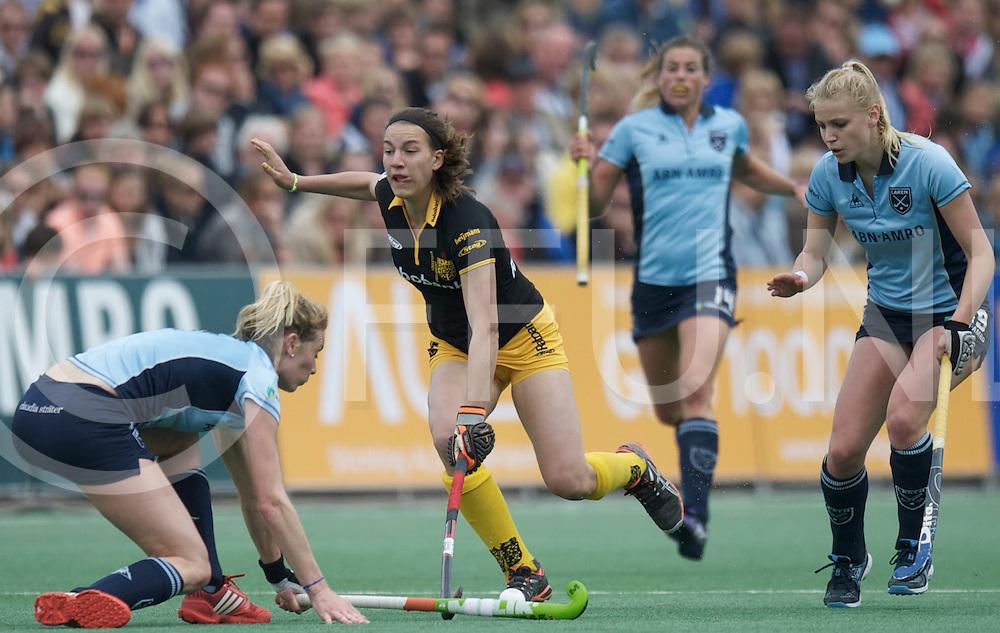 BLOEMENDAAL - EHCC Final<br /> Den Bosch - Laren MHC<br /> Foto: Willemijn Bos (blue).<br /> FFU PRESS AGENCY COPYRIGHT FRANK UIJLENBROEK