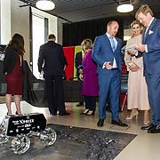 LUX/Luxemburg/20180523 - Staatsbezoek Luxemburg dag 2,  Koningin Maxima en Koning Willem Alexander bekijken en besturen de robotauto