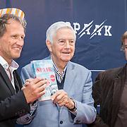 NLD/Apeldoorn/20170902 - premiere Spaak, regisseur Steven de Jong, Frits Bolkesteijn en schrijver Paul Rood