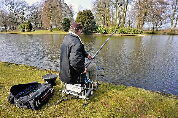 Nederland, Groenlo, 15-3-2011Visser aan het water.Foto: Flip Franssen/Hollandse Hoogte