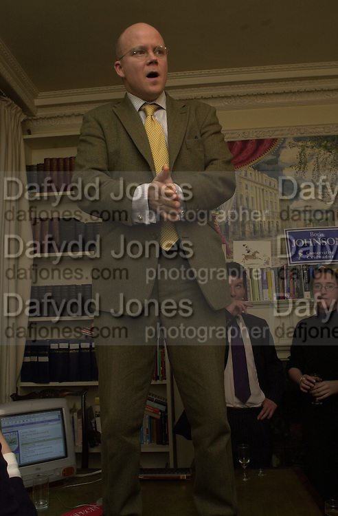 Toby Young. Online Spectator party. Doughty St. 25 January 2001. © Copyright Photograph by Dafydd Jones 66 Stockwell Park Rd. London SW9 0DA Tel 020 7733 0108 www.dafjones.com