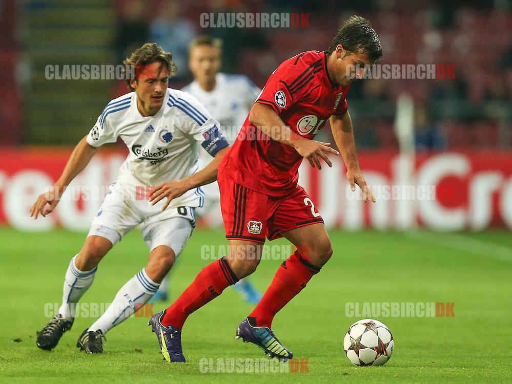 FODBOLD: Giulio Donati (Bayer 04 Leverkusen) følges af Thomas Delaney (FC København) under UEFA Champions League Play-Off kampen mellem FC København og Bayer 04 Leverkusen den 19. august 2014 i Parken, København. Foto: Claus Birch.