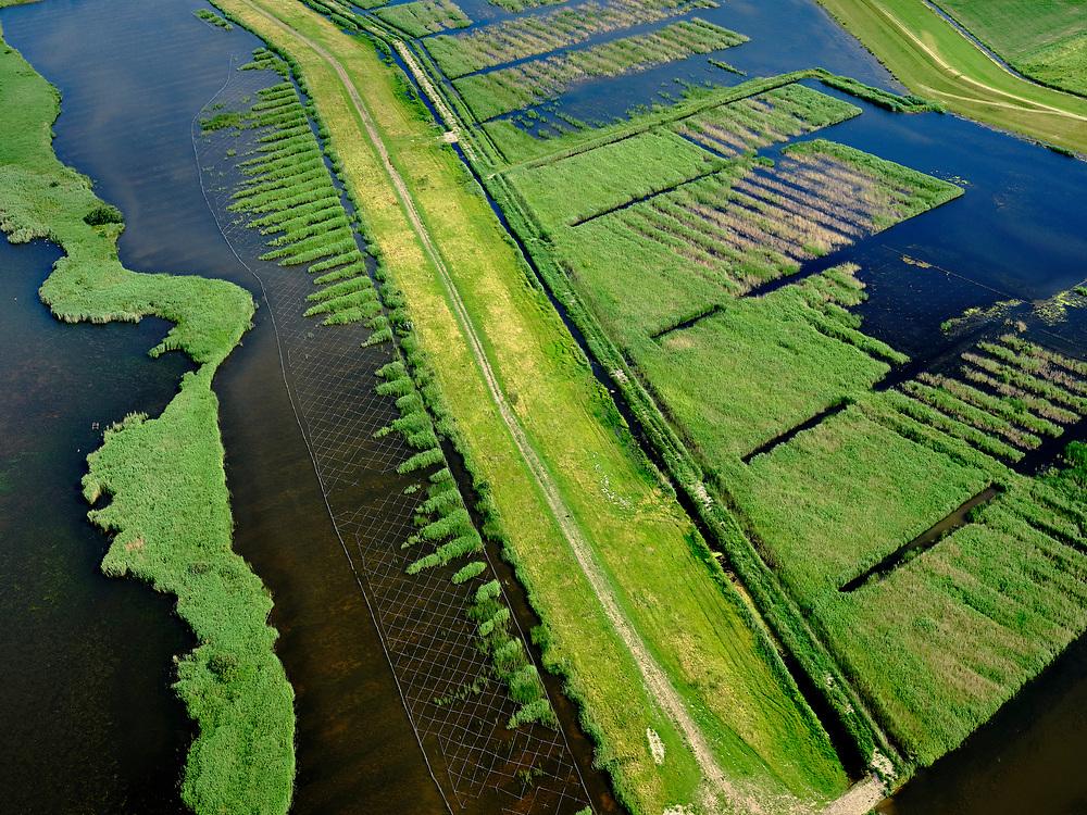 """Nederland, Overijssel, Gemeente Kampen; 21–06-2020; Revemeer (voorheen Drontermeer)m detail nieuw aangelegd moerasgebied. <br /> Het Reevediep is aangelegd in het kader van het project Ruimte voor de Rivier om bij hoogwater water af te voeren voordat dit het nabij gelegen Kampen bereikt, direct naar het IJsselmeer, de 'bypass Kampen'. Het Reevediepgebied is ook een natuurgebied en vormt een ecologische verbindingszone tussen rivier de IJssel en Drontermeer.<br /> Revemeer (formerly Drontermeer) with newly constructed wetlands.<br /> The Reevediep has been constructed as part of the Room for the River project, and functions to discharge high waters before reaching the nearby Kampen, directly to the IJsselmeer, the """"bypass Kampen"""". The Reevediep area is also a nature reserve and forms an ecological connecting zone between the river IJssel and Drontermeer.<br /> <br /> luchtfoto (toeslag op standard tarieven);<br /> aerial photo (additional fee required)<br /> copyright © 2020 foto/photo Siebe Swart"""