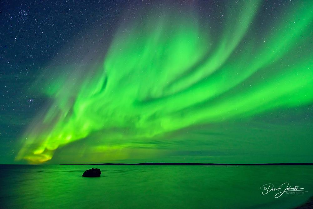 Aurora borealis (Northern lights) over Ennadai Lake, Arctic Haven Lodge, Ennadai Lake, Nunavut, Canada