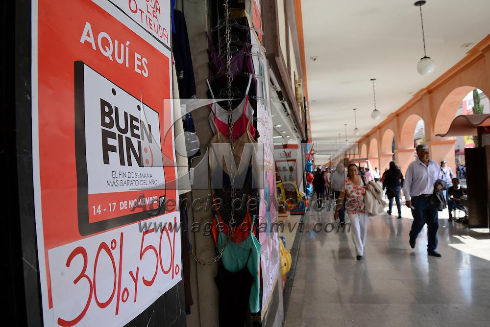 Toluca, México.- Comercios de la ciudad de Toluca esperan con descuentos a compradores por el Buen Fin, las calles son vigiladas por policías municipales para evitar algún percance. Agencia MVT / Crisanta Espinosa