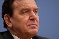 06 FEB 2004, BERLIN/GERMANY:<br /> Gerhard Schroeder, SPD, Bundeskanzler und SPD Parteivorsitzender, waehrend der Pressekonferenz zur Bekanntgabe seines Ruecktritts vom Parteivorsitz, Bundespressekonferenz<br /> IMAGE: 20040206-03-032<br /> KEYWORDS: Gerhard Schröder, BPK, Rücktritt,