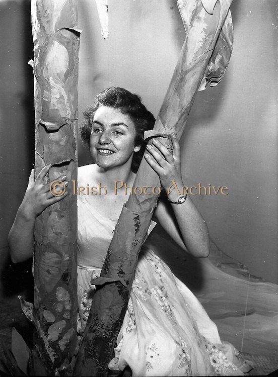 Norah Kearney who Plays 'Susan' in 'Desert Song' by the Mullingar Choral Society.28/11/1956