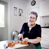 Nederland, Bennekom , 28 augustus 2014.<br /> Voor de rubriek Blije klant:  Dorie Maasland thuis met C1000 worst.<br /> Foto:Jean-Pierre Jans