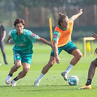 16.09.2020, Trainingsgelaende am wohninvest WESERSTADION - Platz 12, Bremen, GER, 1.FBL, Werder Bremen Training<br /> <br /> <br /> Zweikapf<br /> Niclas Füllkrug / Fuellkrug (Werder Bremen #11)<br /> Yuya Osako (Werder Bremen #08)<br /> Querformat  ,Ball am Fuss, <br /> <br /> Foto © nordphoto / Kokenge