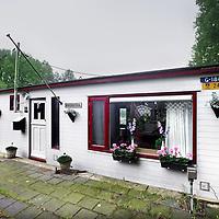 Nederland, Amsterdam , 28 mei 2014.<br /> Huis in de verkoop.<br /> woonboot aan Ijsbaanpad nummer 131.<br /> Foto:Jean-Pierre Jans