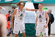 DESCRIZIONE :Siena  Lega A 2011-12 Montepaschi Siena Cimberio Varese Play off gara 1<br /> GIOCATORE : Shaun Stonerook <br /> CATEGORIA : fair play<br /> SQUADRA : Montepaschi Siena<br /> EVENTO : Campionato Lega A 2011-2012 Play off gara 1 <br /> GARA : Montepaschi Siena Cimberio Varese<br /> DATA : 17/05/2012<br /> SPORT : Pallacanestro <br /> AUTORE : Agenzia Ciamillo-Castoria/ GiulioCiamillo<br /> Galleria : Lega Basket A 2011-2012  <br /> Fotonotizia : Siena  Lega A 2011-12 Montepaschi Siena Cimberio Varese Play off gara 1<br /> Predefinita :