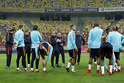 (L-R) physic trainer Luc van Agt of Holland, goalkeeper Jeroen Zoet of Holland, goalkeeper trainer Frans Hoek of Holland, Daley Blind of Holland, Kevin Strootman of Holland, coach Dick Advocaat of Holland, condition trainer Rene Wormhoudt of Holland, Quincy Promes of Holland, assistant trainer Ruud Gullit of Holland, Ryan Babel of Holland, Timothy Fosu-Mensah of Holland, Wesley Sneijder of Holland during a training session prior to the friendly match between Romania and The Netherlands on November 13, 2017 at Arena National in Bucharest, Romania