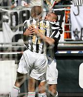 Bari 14-05-06<br />Foto Snapshot/Graffiti<br />Campionato Serie A 2005-06<br />Reggina-Juventus<br />Trezeguet esulta con Cannavaro dopo il suo gol