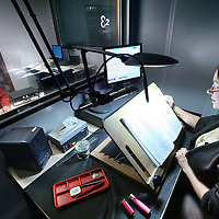 Nederland, Amsterdam , 15 november 2011. .Ronald Polderman, (l) die  jarenlang als opnametechnicus in de Blindenbibliotheek werkzaam is in de studio..De Blindenbibliotheek verdwijnt uit Amsterdam..Foto:Jean-Pierre Jans