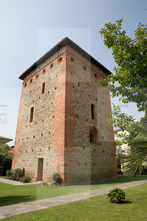 Torre medievale nel centro di Colnago, frazione di Cornate d'Adda..Medieval tower in centre at Colnago, fraction of Cornate d'Adda