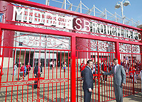 Fotball<br /> England 2005/2006<br /> Foto: SBI/Digitalsport<br /> NORWAY ONLY<br /> <br /> Middlesbrough v Liverpool<br /> Barclaycard Premiership.<br /> 13/08/2005.<br /> Middlesbrough's chairman, Steve Gibson (L), and Colin Cooper (R) open the famous Ayresome Park gates which have been installed at the Riverside.