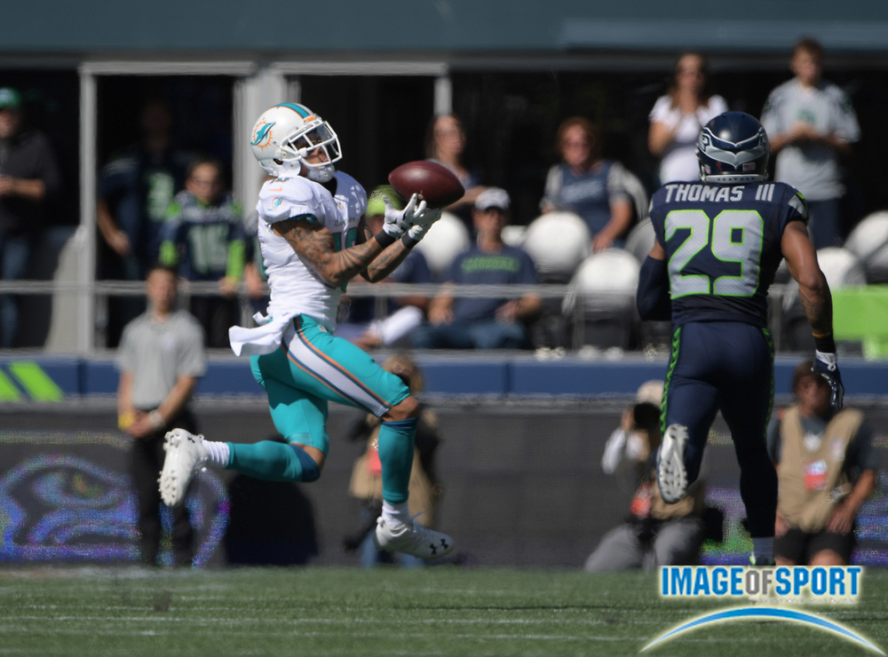 Sep 11, 2016; Seattle, WA, USA; Miami Dolphins wide receiver Kenny Stills (10) attempts to catch a pass while defended by Seattle Seahawks free safety Earl Thomas (29) during a NFL game at CenturyLink Field.